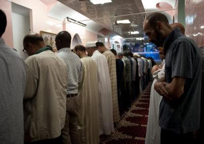 003 Durante la preghiera rituale che precede l'Iftar alla Moschea La Pace