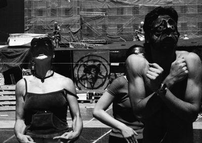 """Da un paio di mesi in Spagna era uscito il libretto bestseller """"Indignez-vous!""""(Francia 2010) dell'allora novantatreenne Stéphan Hessel, combattente per la resistenza e sopravvissuto ai campi di sterminio durante la seconda guerra mondiale. Il suo pensiero è radicato nell'attività del Movimento. I media hanno ripetuto e sottolineato questo elemento: l'indignazione, fino a identificarlo internazionalmente col movimento nato il 15M (Maggio)."""